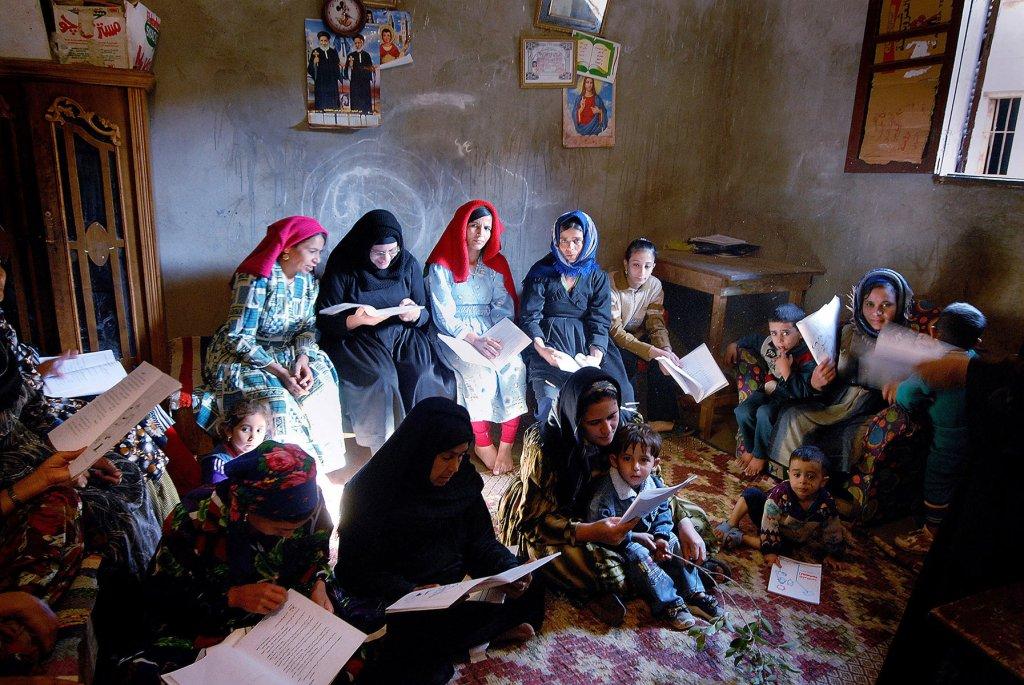 001_Egypt_Deir_Al_Barsha_Literacy_Class_byClaudiaWiens